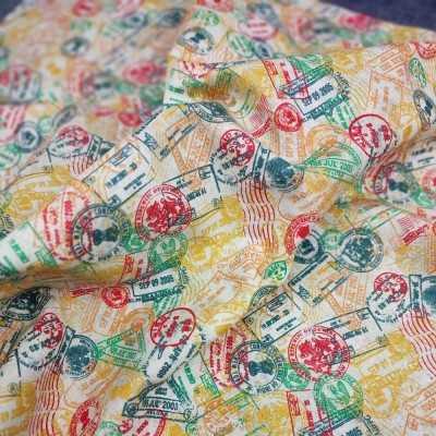 Tela de algodón con sellos multicolor de viajes diseñada por Jan et Jul