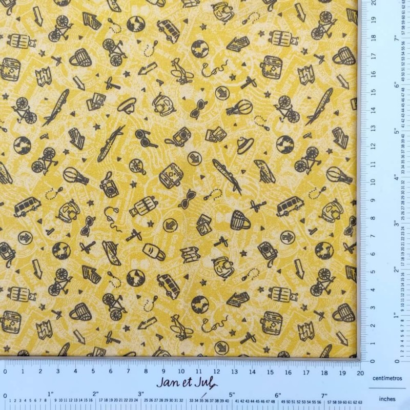 Tela de algodón color mostaza con dibujos de viajes