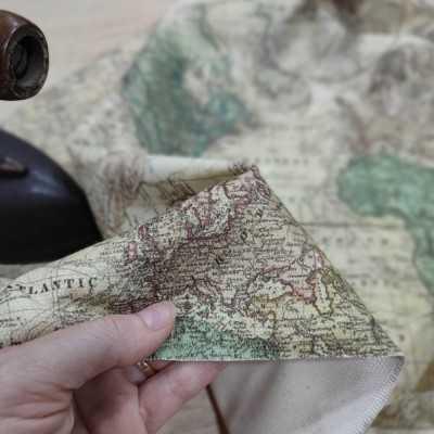 Loneta de algodón de 300gr. con mapas de estilo vintage diseñada por Jan et Jul