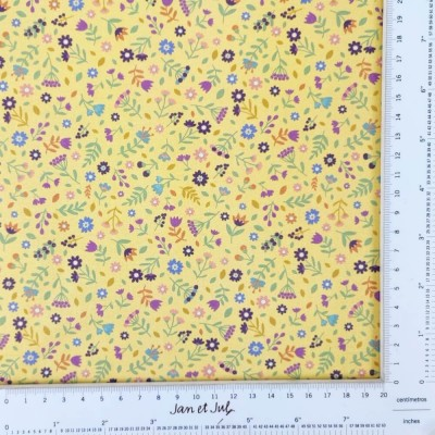 Tela amarilla de algodón con flores mini de la colección HADAS diseñada por Jan et Jul