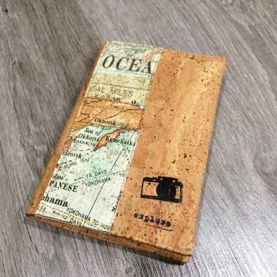 Kit funda pasaporte con tela de corcho y de mapas