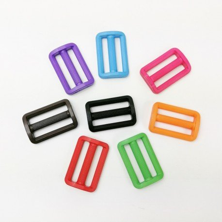 hebilla de plástico de colores 3 cm.