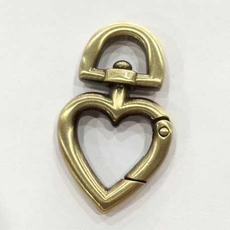 Mosquetón en forma de corazón ideal para colgar tus tijeras