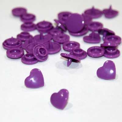 Snaps en forma de corazon violetas