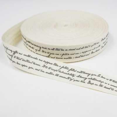 cinta con letras escritas a mano