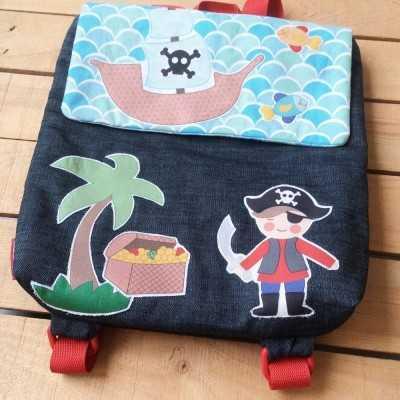mochila diy con aplicación termoadhesiva pirata