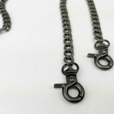 cadena de metal negra