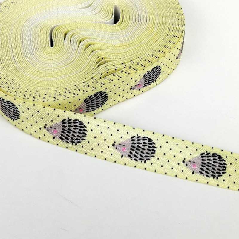 Goma amarilla con dibujos de erizo