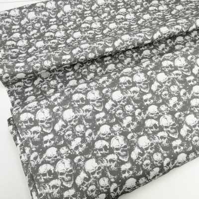 Tela con calaveras en tono gris