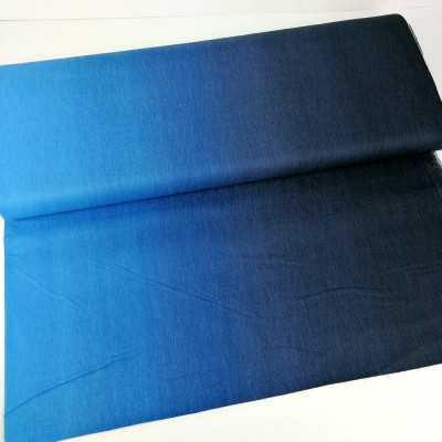 Tela de algodón con degradado de azul oscuro a azul