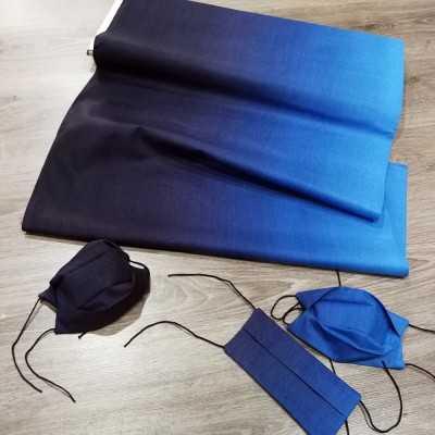 Tela de algodón con degradado de azul oscuro a azul y mascarillas