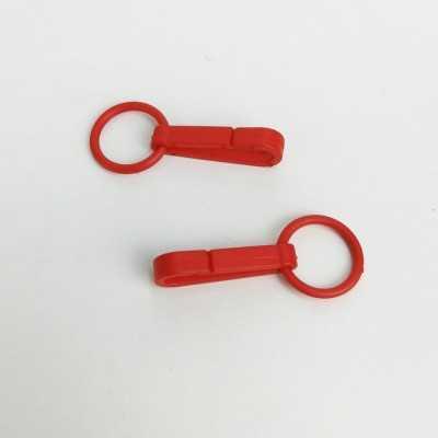 Mosquetón de plástico pequeño de color rojo