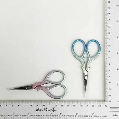 Tijeras pequeñas para coser