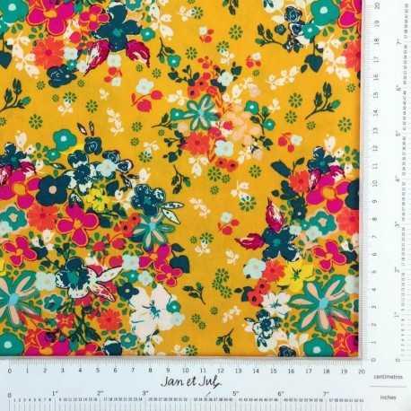 Tela de flores en tonos amarillos de Pat Bravo