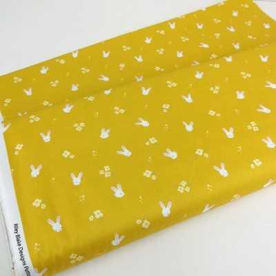 Tela americana amarilla 100% algodón con conejitos