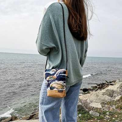 Bolso pequeño con cremallera y corcho diseñado por Jan et Jul