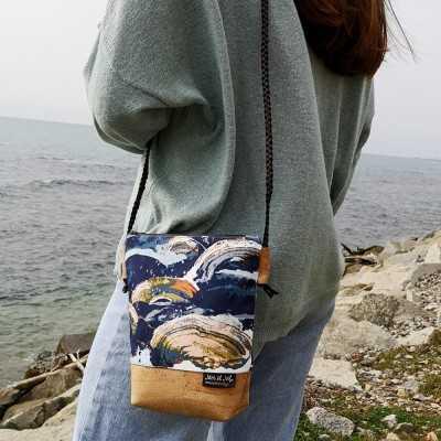 Bolso diseñado por Jan et Jul con cremallera y tela de corcho.