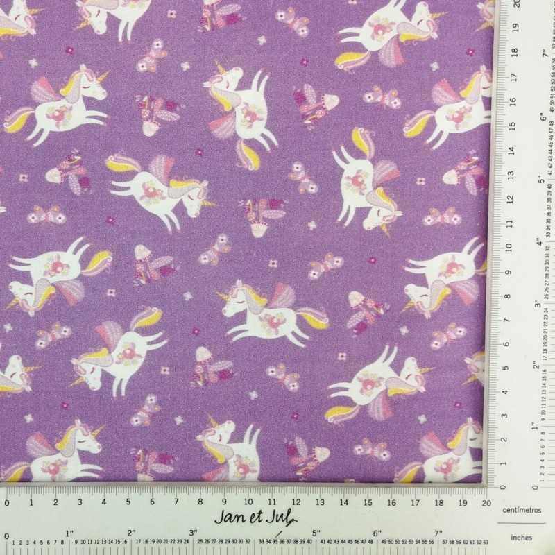 Tela de algodón americano de color morado con unicornios blancos.