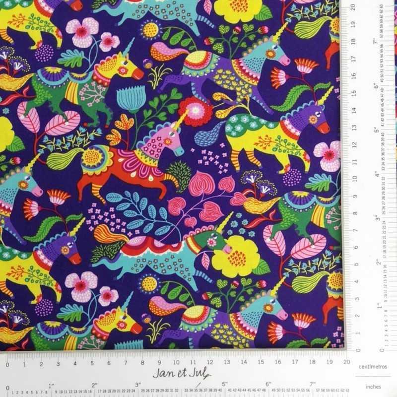 Tela de algodón colorida con unicornios