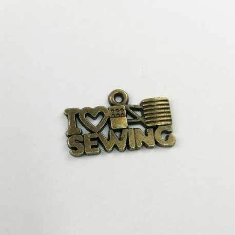 Colgante de metal con letras I love sewing en oro viejo