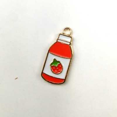 Charm de color esmaltado con forma de botella de zumo de fresa