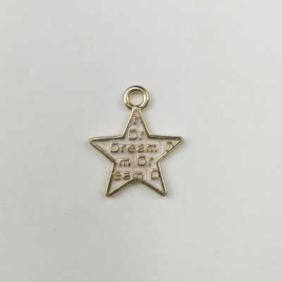 colgante en forma de estrella blanca con letras