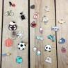Charms esmaltados con color de diferentes formas y estilos ideales para decorar proyectos, collares, cremalleras,...